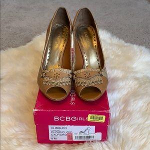 BCBG Girls 8M Carmel heels 👠